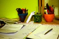 Schreibtisch einer Schülerin; Bild: Internet-ABC