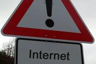 Schild: Achtung, Internet! Bild: Find-das-Bild.de / Michael Schnell